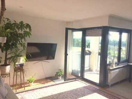 Helle, modernisierte 2-Zimmer-Wohnung mit Balkon und traumhaften Blick