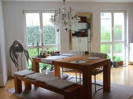 Stilvolle, neuwertige 3-Zimmer-Erdgeschosswohnung mit Loggia in Esslingen am Neckar