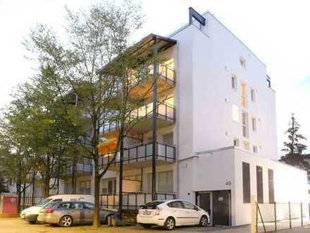 Ruhig, sonnig, zentral: 2-Zimmer-Wohnung mit riesigem Balkon