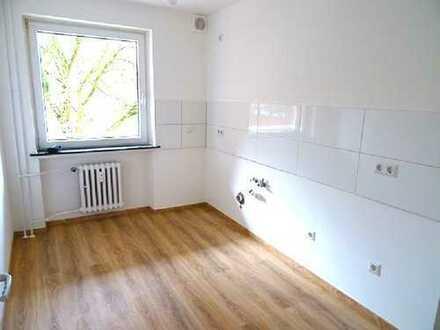 GLÜCKLICH WOHNEN - frisch renovierte 3 Zimmer, Balkon, Badewanne, Laminat.....