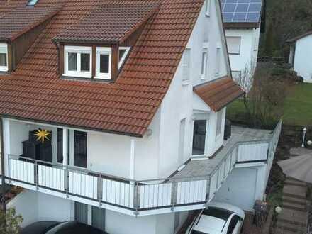 Lichtdurchflutete und ruhig gelegene, gepflegte Doppelhaushälfte mit großer Terrasse