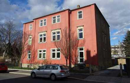 Super 3,5 Zimmerwohnung mit Kamin und Einbauküche ab sofort zu vermieten.