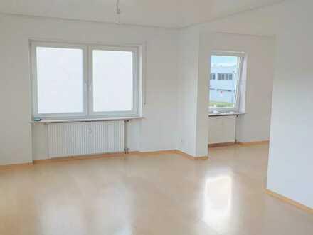 Gepflegte Wohnung mit dreieinhalb Zimmern und Balkon in Weingarten (Baden)