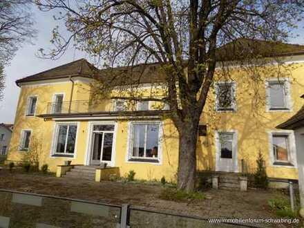 Historisches Schloß in Sulzbach-Rosenberg - zum Teil denkmalgeschützt, aber viele Neubauten möglich!