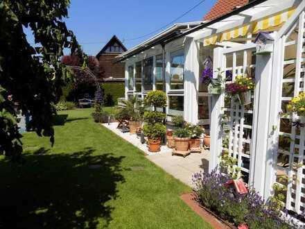 Schönes Ein- bzw. Zweifamilienhaus in Königsbrunn mit großem Garten