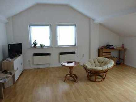 Großzügige dachgeschosswohnung mit 77 qm, auch als WG geeignet