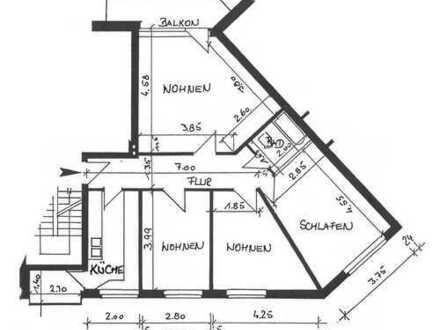 Erstbezug nach Sanierung mit Einbauküche und Balkon