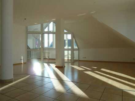 TRAUMhafte Maisonette-Wohnung - WOHNEN auf ZWEI Ebenen! Total ZENTRAL! Wintergarten und Dachterrasse