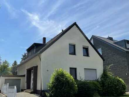 Lövenich: Herrliches Grundstück mit sanierungsbedürftigem Zweifamilienhaus