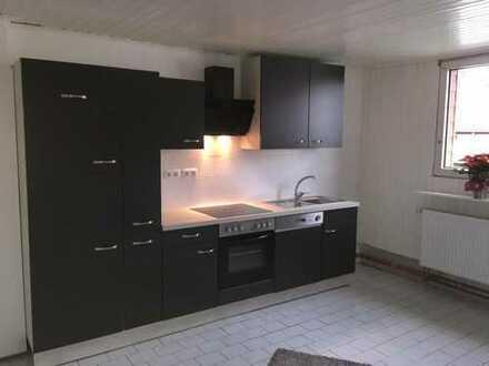 3 WG Zimmer, große Wohnung mit neuer Küche und renoviertem Bad!
