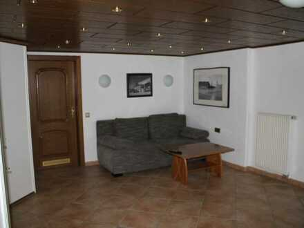 Gepflegte 1-Raum-Terrassenwohnung mit Balkon und Einbauküche in Erdmannhausen