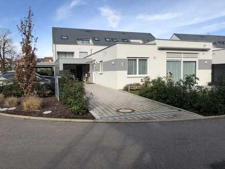 Neuwertiger Bungalow mit vier Zimmern und Einbauküche in Illingen, Illingen