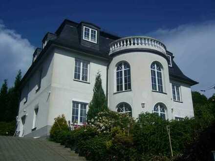 Herrschaftliche Villa auf dem Balkon des Erzgebirges