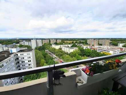 Online-Besichtigung! Über den Wolken - traumhafte Aussicht und helle Balkon-Wohnung in Ludwigshafen