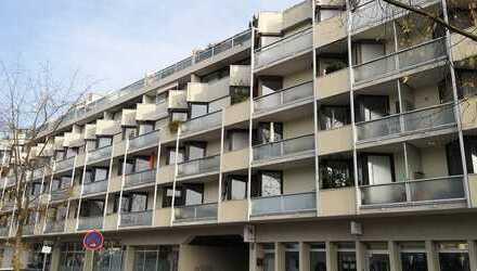 Erstbezug nach Sanierung mit Einbauküche und Balkon: exklusive 1-Zimmer-Wohnung in Unterschleißheim