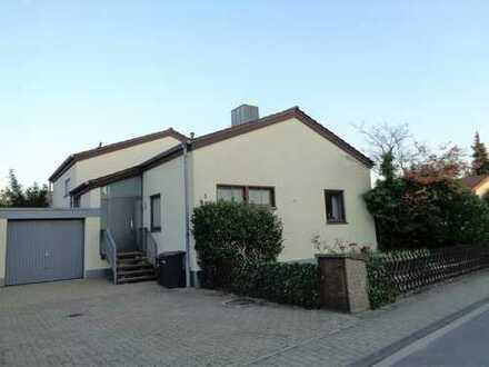Freistehendes Architektenhaus in Top-Lage mit zwei Terrassen, Garage und attraktivem Grundstück