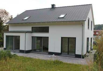 Neubau von einem attraktiven freistehenden EFH mit ca. 150 m² Wfl. inkl. ca. 385 m² Areal