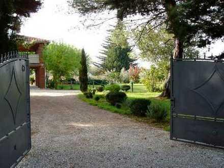 Entzückendes Anwesen mit Steinhaus und eigenem Weinberg