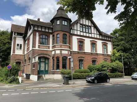 Wunderschöne 160qm Wohnung in Alter Villa