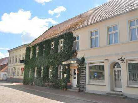 Wohn- und Geschäftshaus am historischen Markt in der Stadt Usedom