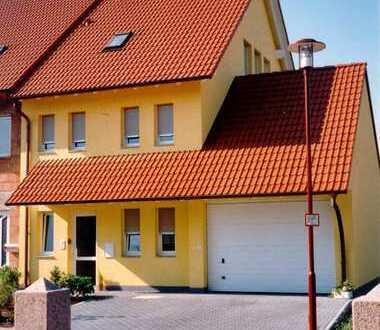 Hochwertige Doppelhaushälfte mit kleinem Garten