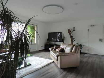 Exklusive, vollständig renovierte 5-Zimmer-Wohnung mit Balkon und Einbauküche in Fürth