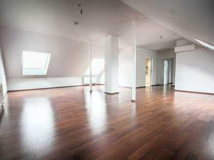 Helle und großzügige DG-Wohnung in kernsaniertem Mehrfamilienhaus in BV-Gronau