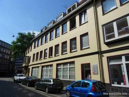 Gepflegte 3 Zimmer Wohnung im 2. OG, mit Balkon und Gäste-WC.