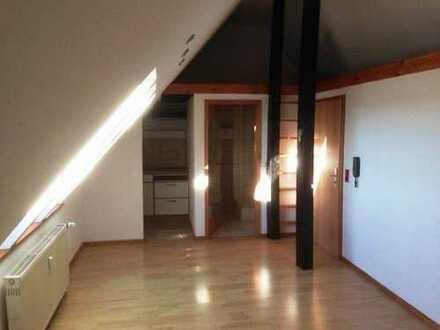 Hübsche 1-Zimmer-Studio Dachgeschosswohnung mit Einbauküche in Rümmingen