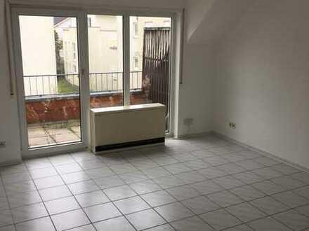Gepflegte 2-Zimmer-Dachgeschosswohnung mit Balkon und EBK in Wiesloch