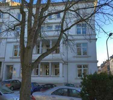 Adolfsallee: Großzügige fünf Zimmer Wohnung in Wiesbaden, Mitte