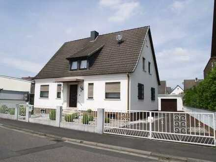 Freistehendes 1-2 Familienhaus in ruhige Lage in Kahl a.M.