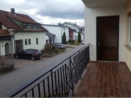 Gepflegte Wohnung mit vier Zimmern sowie Balkon und EBK in Limbach Wagenschwend