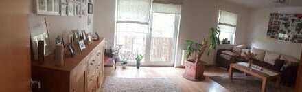 Gepflegte 2-Zimmer-DG-Wohnung mit Balkon und Einbauküche in Hannover