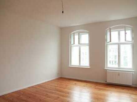 Sanierte schöne Altbauwohnung mit 2 Zimmern und großer Küche (VH 4.OG links)