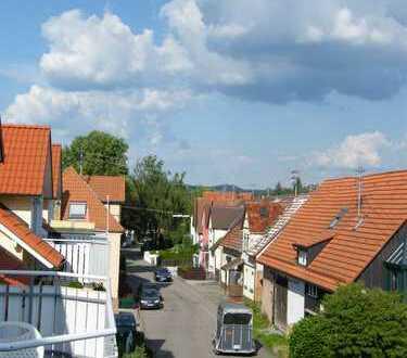 Gepflegte 3-Zimmer-Dachgeschosswohnung mit Balkon und EBK in Ilsfeld