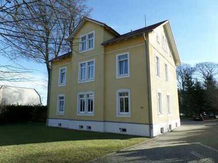 Helle Wohnung im Dachgeschoss einer schönen Villa