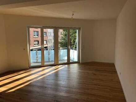 Erstbezug nach Sanierung: helle 4-Zimmer-Wohnung mit 2Balkonen!