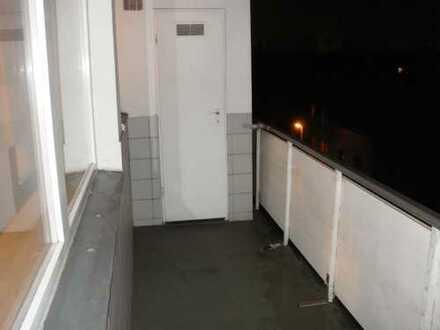 Gepflegte, möblierte 3-Zimmer-Wohnung mit Balkon und EBK in Duisburg Marxloh