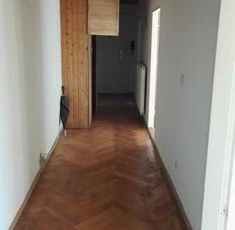 Stilvolle, modernisierte 4-Zimmer-Wohnung mit Balkon und EBK in Ramersdorf, München