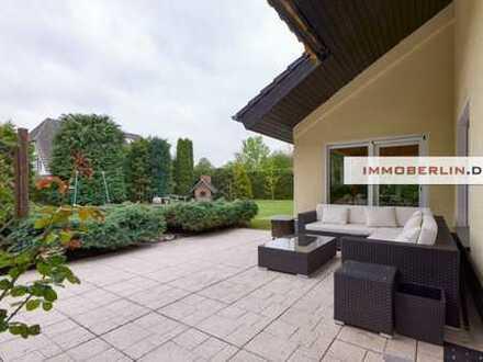 IMMOBERLIN: Imposantes Einfamilienhaus auf großartigem Grundstück