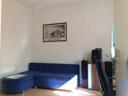 2-Zimmer mit eigenem Eingang und EBK auf ruhigen Hinterhof im Östl. Ring