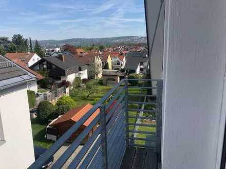 Stilvolle, vollständig renovierte 2,5-Zimmer-DG-Wohnung mit Balkon und EBK in Esslingen am Neckar