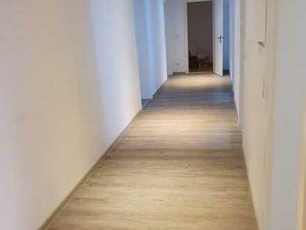 Stilvolle, sanierte 4-Zimmer-Wohnung mit Balkon in Nürnberg
