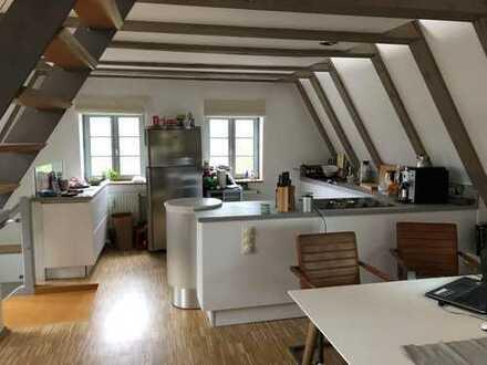 Außergewöhnlich: 2 schöne, ruhige WG-Zimmer m. eigenem(!) Duschbad/WC/Balkon (Westseite). Altstadt -
