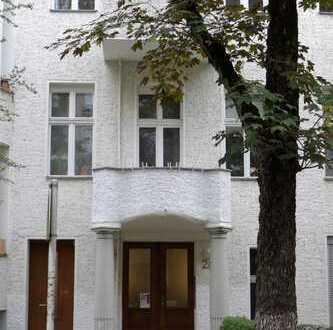 Schöne, 59 m² zwei Zimmer Alt-Bau Wohnung in Berlin, Friedenau (Schöneberg). 950€ warm