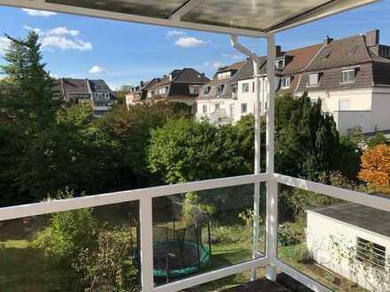 Stilvolle, modernisierte 5-Zimmer-Maisonette-Wohnung mit Balkon und Einbauküche in Köln - Nippes