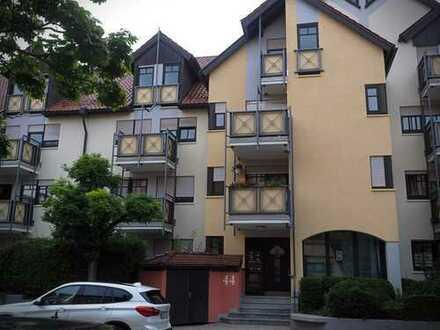 Zentrale Bestlage in Böblingen - 4,5-Zimmer-Wohnung, Balkon, EBK, TG, DG