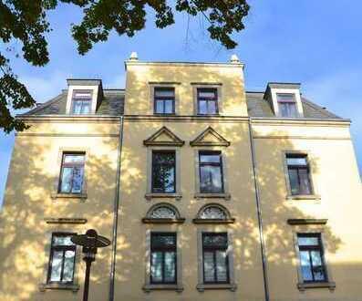 Großzügige 2 - Zimmerwohnung mit Wohnküche und Balkon im sanierten Altbau