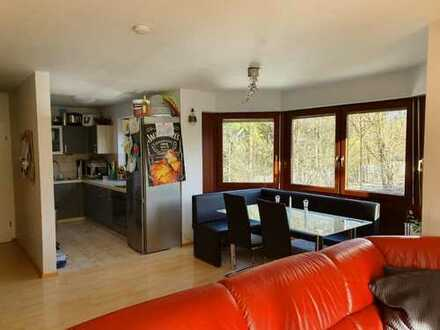 Stilvolle 4-Zimmer-Wohnung mit Balkon und Einbauküche in Kirchseeon